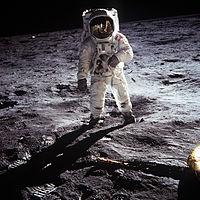 ニール・アームストロングの死。一緒に月を歩いたバス・オルドリンとの出会い。そして、満月の瞑想。