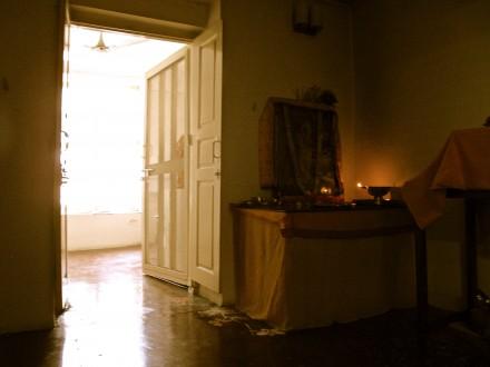 Swami Sivanandaの部屋。 一人で瞑想をした。 40年前の音だ!