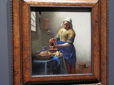 フェルメールの「牛乳を注ぐ女」 フェルメールの優しい光は、やはり素敵だ。