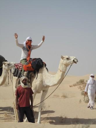 疲れると、時々駱駝に乗るのも楽しい。