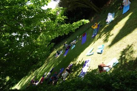 ローマ郊外で行ったリトリートでの昼寝。木陰と日光が美味しかった。