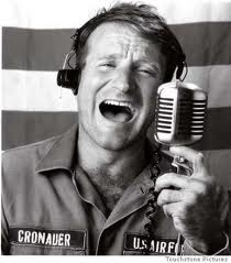 映画Good Morning Vietnam で流れたWhat a Wonderful Worldは忘れられない。