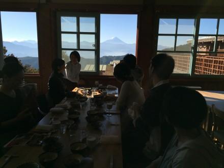 朝ごはんも富士山を見ながら。